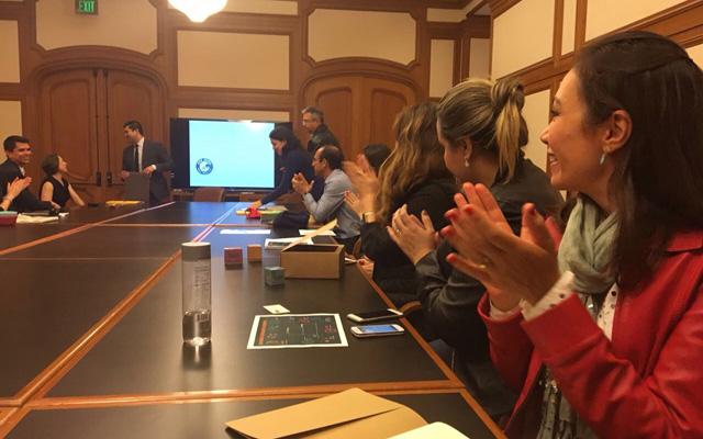uma reunião na prefeitura de São Francisco nos estados unidos