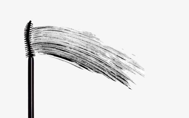 A máscara para cílios com tecnologia de tubo cria um filme que envolve cada cílio.